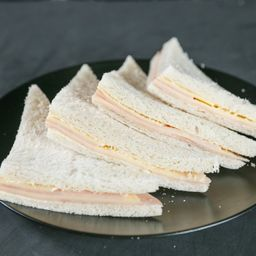 Sándwiches de Jamón y Queso - 8 Unidades