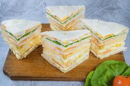Bandeja con Sándwiches Surtidos Triangulares