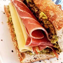 Combo Del Día - Sándwich de Jamón Crudo