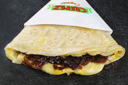 Crepe con Mozzarella, Queso Brie y Cebollas Dulces