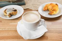 Café a elección + Roll de Canella o Croissant