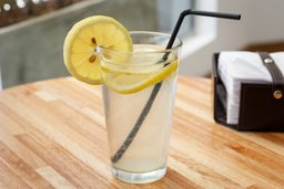 Agua Saborizada de Limón y Menta