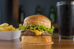 Combo 1 - Classic cheese burger + papas fritas + refresco