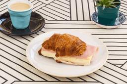 Café + Medialuna Rellena