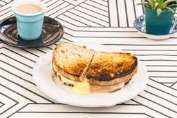 Café + Sándwich Caliente