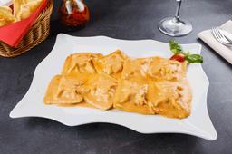 Raviolones de Jamón y queso con rosa