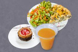 Tarta con Ensalada + Bebida y Postre