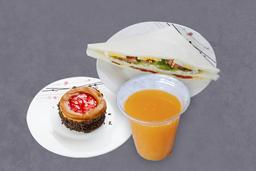 Sandwich Olímpico Triple + Bebida + Postre