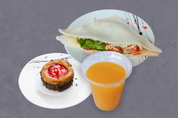 Sandwich Triple de Pollo + Bebida + Postre