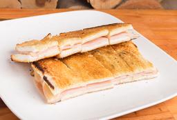 Sándwich Caliente con Mozzarella