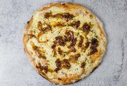 Pizzeta con Cebolla Caramelizada y Jamón Crudo