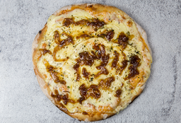 Pizzeta con Muzzarella y Cebolla Caramelizada