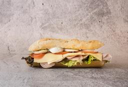 Sándwich Clásico en Pan Francés