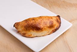 Empanada de Pollo y Salsa
