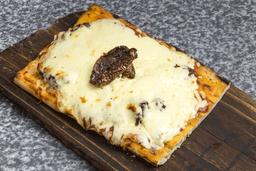 Pizza con Muzzarella + 1 Gusto
