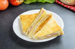 1 Sándwiche Caliente + 6 Medialunitas