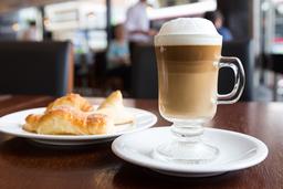 Cafe + 3 Medialunas