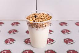 Yogurt con Granola y Frutas
