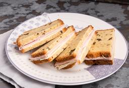 Sándwiches en Pan de Nuez - 4 U