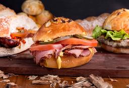 Sándwich Hot Pastrami + Guarnición