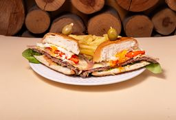 Chivito Canadiense & Papas