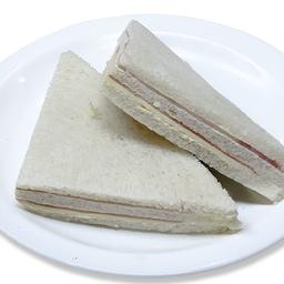 Sandwich doble de jamón y queso