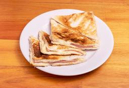 Sándwich Caliente con Muzza