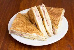 Sándwich Caliente de Muzarella