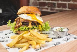 Hamburguesa Cheddar y Bacon con Fritas