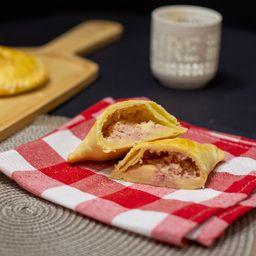 Empanada Criolla de Jamón y Queso