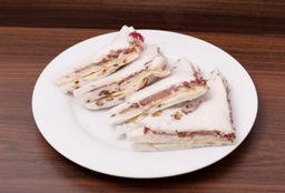 Sandwich en Pan de Nuez